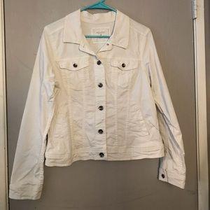 White jean jacket 💕
